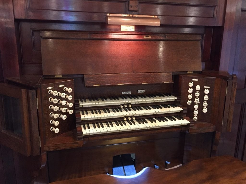 STPT pipe organ console