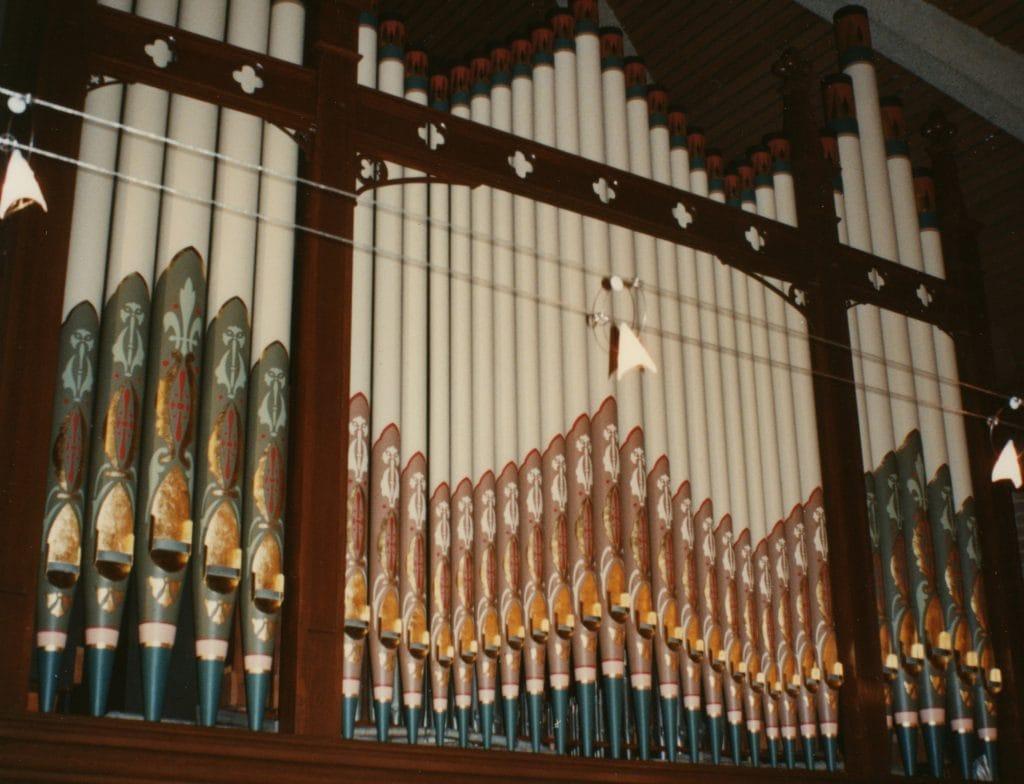 St Aidans Nth Balwyn-facade pipes